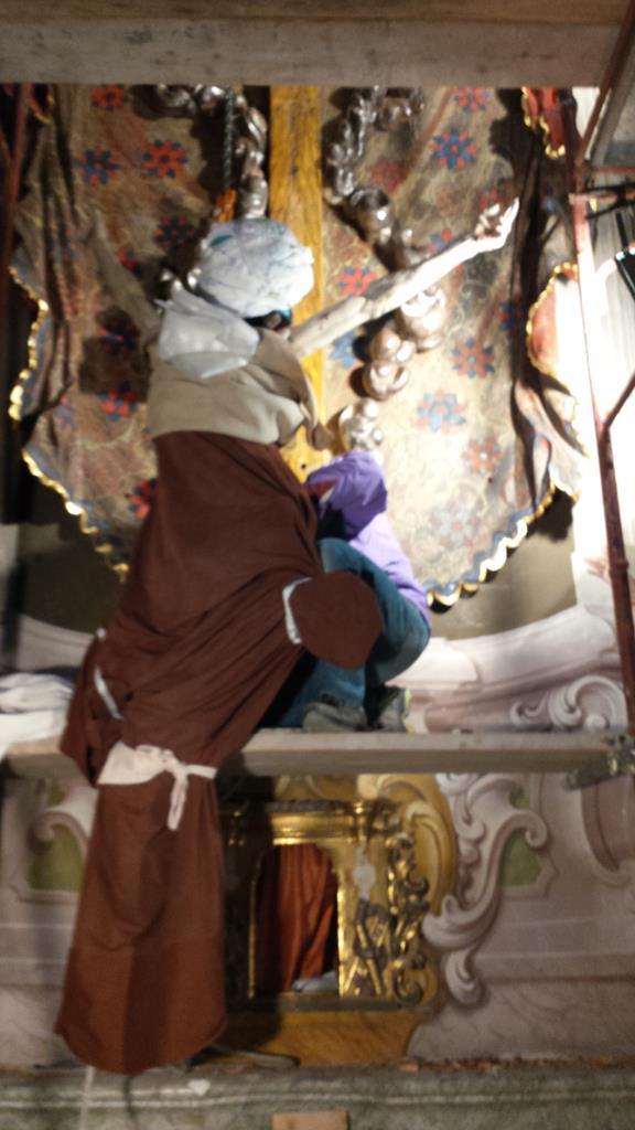 Altari-Altare chiesa parrocchiale di Macugnaga (VB)-14 Ricollocamento del Cristo.jpg