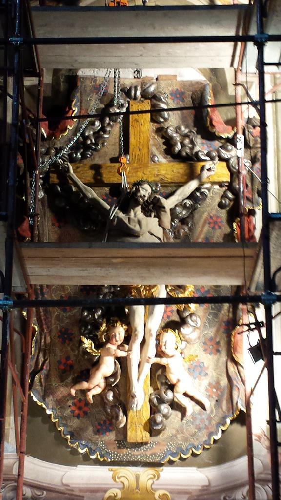 Altari-Altare chiesa parrocchiale di Macugnaga (VB)-18.jpg