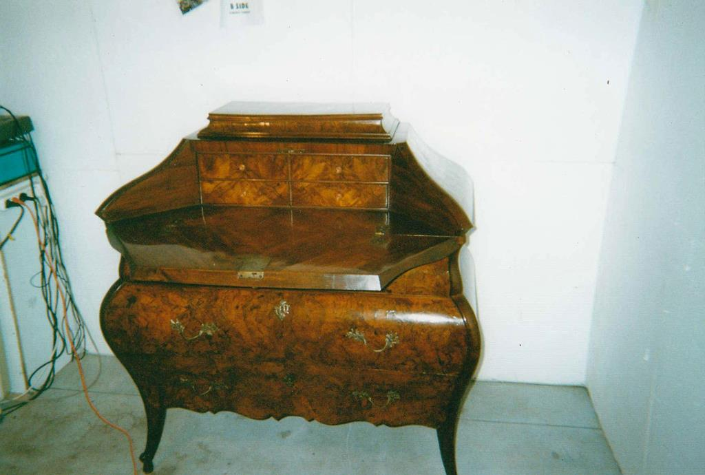 Mobili intarsiati-3 Ribalta lombarda ad urna XVIII sec-3 Interno ribalta.jpg