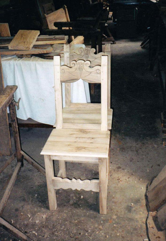 Pancheesedie-Copiasedievalligiane-Copia di sedie valligiane