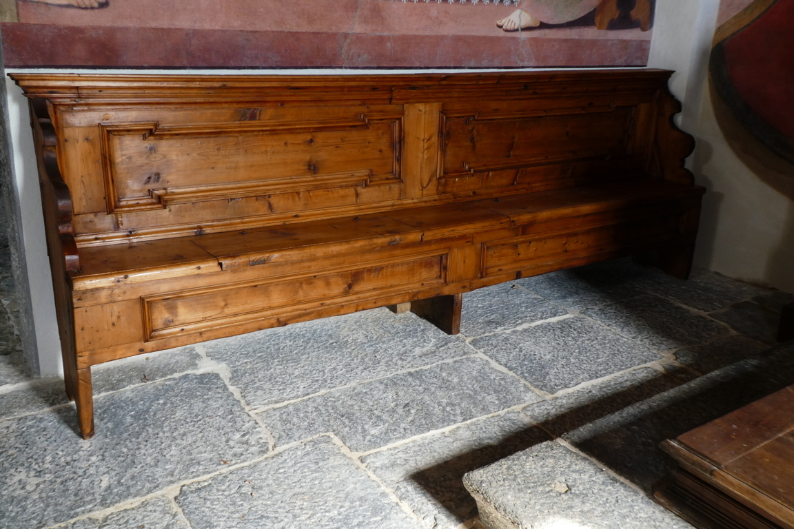 panche lignee altare